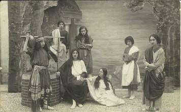 """""""Recita al Collegio Gaspari di Lonato"""", anno 1929. C'è la mia mamma Isabella Rizzini. (Foto inviata da Guido Minelli)"""