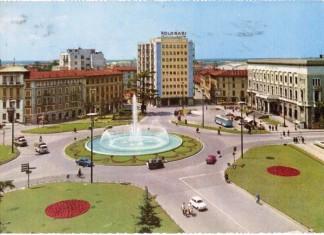 Cartolina di piazza Repubblica degli anni 60.