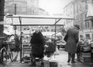 """""""Venditrice di limoni in Piazza Rovetta"""", 1979."""