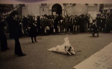 Manifestazione 1976, Brescia via Mazzini. (Fotografia inviata da Armanda Zacchi)