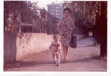"""""""Io e mia nonna"""", via Sorelle Agazzi (Mompiano - zona Stadio) primavera 1974."""