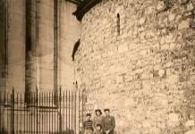 """""""Mia nonna Emilia, mio papà Emanuele ed altri compagni di gioco"""", Piazza Duomo 1942."""