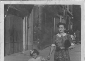 """""""Mamma Gabriella (bimba) e nonna Dorina a passeggio"""", anno 1946 Brescia."""