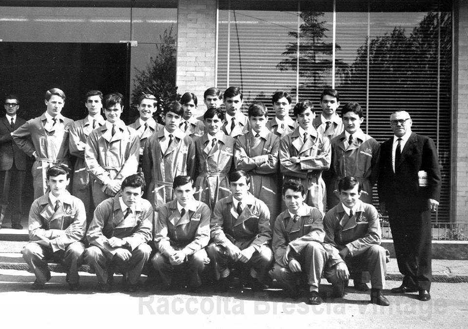 1967 foto del corso Orione della scuola allievi dell' OM di Brescia.