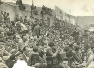 Anni '40: le tribune stracolme di tifosi delle Rondinelle nello Stadium di viale Piave