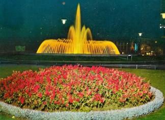 La fontana di Piazza Repubblica illuminata - anni 60