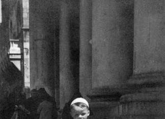 io a passeggio in Piazza del Duomo nel 1957