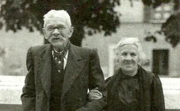"""""""I cari bisnonni Pezzini"""", Piazza Tebaldo Brusato 1946 Archivio personale di Giuliana Legnani"""