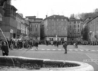 Manifestazione nell'anniversario della strage di Brescia.