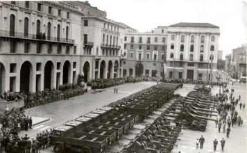 Parata militare - Piazza della Vittoria