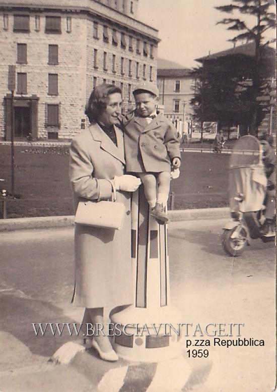 Piazzale Roma angolo Corso Martiri con mamma - 1959