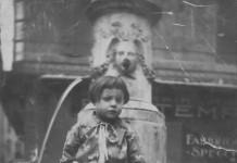 """Mia mamma sulla fontana"" - via San Faustino - 1925"