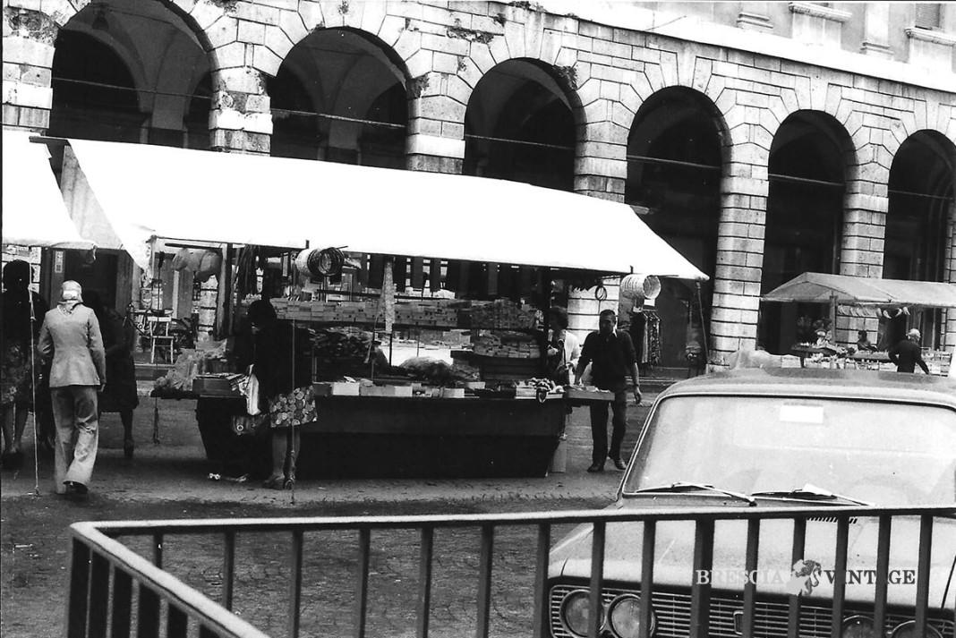 Piazza del Mercato Il Banco di Gipo e Josè