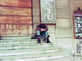 """""""Hippie sulle scale del Teatro Grande"""" - 1974"""