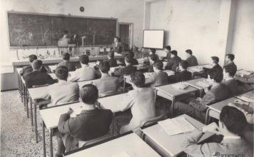 Classe dell'ITIS Castelli in un'aula laboratorio