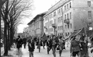 """""""Studenti in manifestazione"""" - Via Leonardo da Vinci - 1976"""