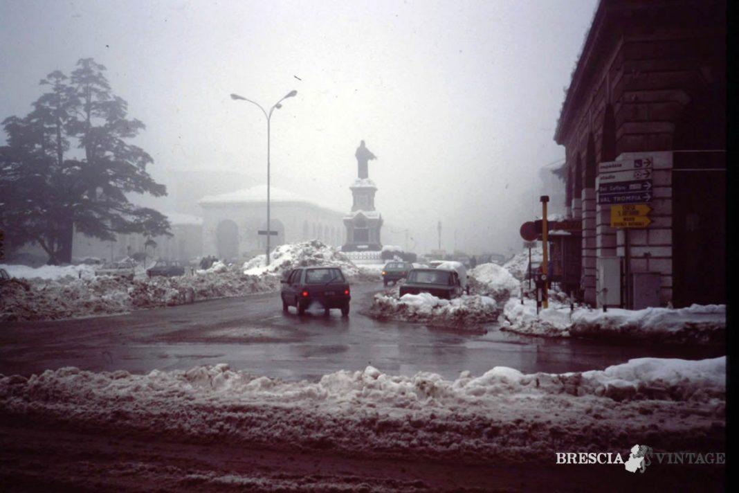 Neve in piazza Arnaldo a Brescia