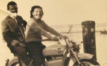 """""""I miei amati nonni Silvio e Renata a Desenzano del Garda sulla loro MV Agusta"""", 1954."""