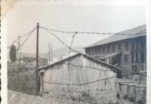 """""""Io nel 1957"""". Sullo sfondo la fornace che esisteva in Costalunga sino ai primi anni 60. (Fotografia inviata da Luigi Donini)"""