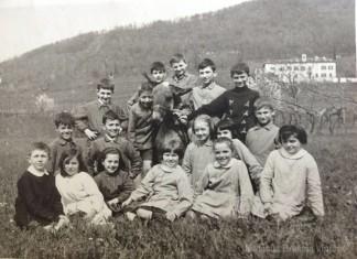 Classe 2^ elementare presso la scuola G. Nicolini di Costalunga nell'anno 1962.