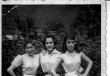"""""""Mamma, zia e amica"""", 1952. Meravigliosi i vestiti! Credo si trovassero alla Cá Nöa. (Inviata da Claudio Gatta)"""