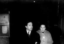...papà e mamma davanti al Teatro Sociale ...anni '60 !