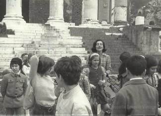 """""""La Classe III B del Quartiere San Giacomo in gita"""", Tempio Capitolino 4 maggio 1973."""
