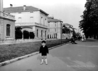io nei giardini di via XX Settembre 1960 ...qui ora ci passa l'autobus !