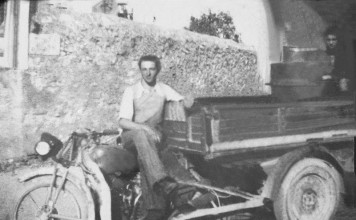BOVEZZO (BS 1939) Pietro Bonometti con il motocarro e la macchina del gelato