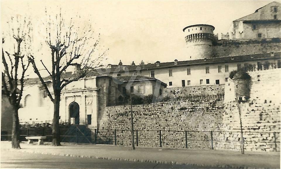 Casa dietro le mura in Castello
