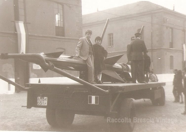 4 novembre 1969, caserma Ottaviani, per la festa delle forze armate c'era l'ingresso al pubblico, io sono quello con il berretto.