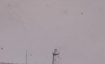 """""""Mio fratello Ivano aveva 6 anni. Dai racconti di mia mamma trascorrevano fantastici giorni al lago di Garda. La foto era stata scattata sempre con la Koroll del 1954 della mia mamma"""", 1966 Desenzano del Garda."""