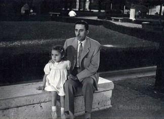 """""""Mio Padre si chiamava Legnani Antonio (Nino) .Trasferitosi a Brescia da Roma per lavoro, per conto dell' Ispettorato della scuola. Abitava in Via Musei. Nei momenti liberi mi portava sempre a spasso con mamma in tanti posti della città. Grande uomo"""",Giardini di Viale Venezia, 1952."""