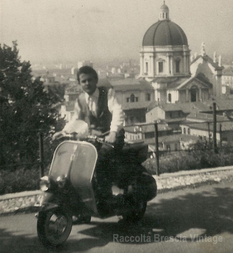 Brescia 1959 Via del Castello Zio Luigi con la sua vespa-
