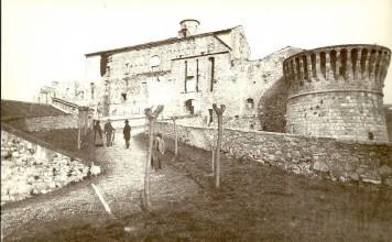 La salita al Mastio ed il torrione dei prigionieri - Castello inizio 900