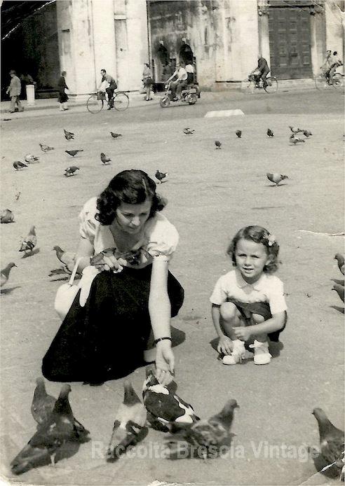 Piazza Loggia con mamma Maria - 1953