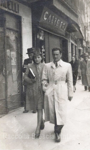 Nonno Vittorio e nonna Giliola a passeggio - Corso Garibaldi 1941
