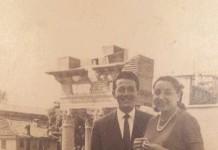 Papà Piero e mamma Rosanna fidanzati a passeggio davanti al Capitolium - 1958