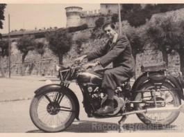Papà in castello con la sua Moto Guzzi - 1940