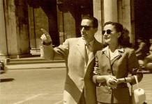 """""""Mio padre Antonio con la zia Luisa guardavano l'orologio di Piazza Loggia"""", 1953"""