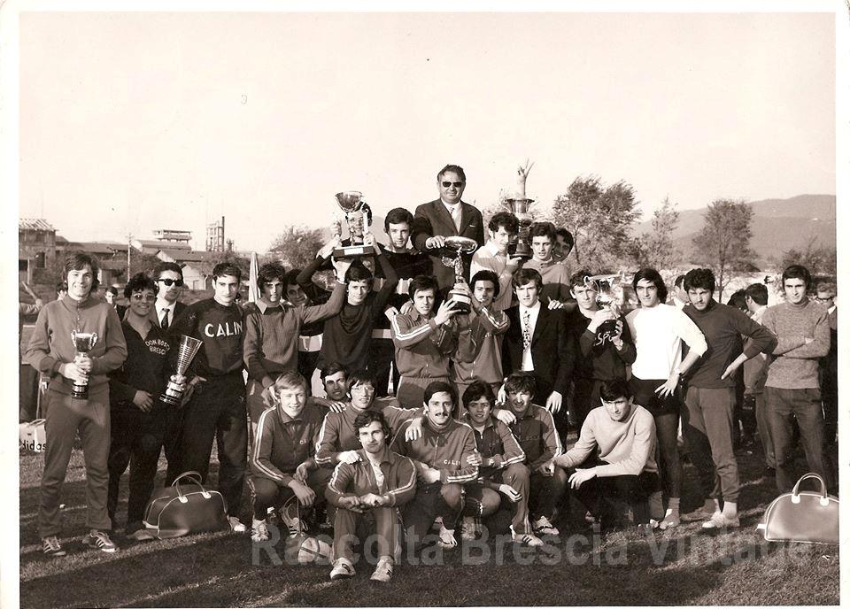 Premiazione scuole ai campionati provinciali di atletica al campo Morosini (maggio 1970)