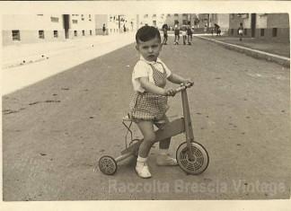 Io con il triciclo - quartiere Lamarmora anno 1953