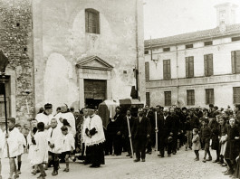 Funerale in via Battisti - Ghedi anni 30