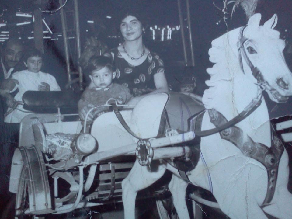 Sulla giostra in castello con mamma 1961