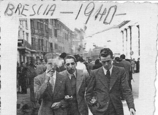 Mio padre con due amici passeggia in corso Zanardelli - 1940