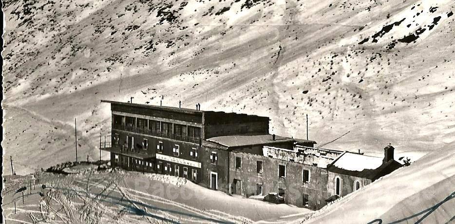 Rifugio Bonardi sotto la neve - anni 50