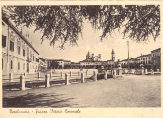 Piazza Vitt. Emanuele - Verolanuova - Anni 40