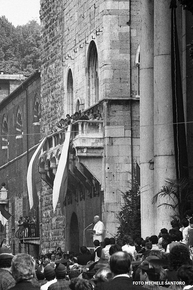 Papa Giovanni Paolo II a Brescia in Piazza del Duomo - 1982