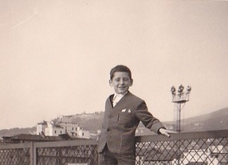 Da: Poma Claudio; Titolo: Cavalcavia Kennedy; Fonte: Poma; Anno: 1965; Io arrampicato sul Cavalcavia Kennedy.
