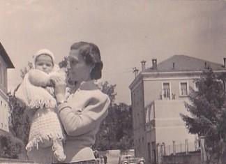 Mia mamma con mio cugino - Parco Martinoni sullo sfondo - Brescia 1954